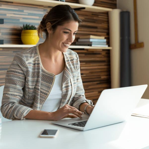 Siempre sea usted el que registre personalmente el proveedor de alojamiento (Hosting) y proporcione después los datos de acceso al desarrollador web o asegúrese de que este lo registre solo a su nombre.