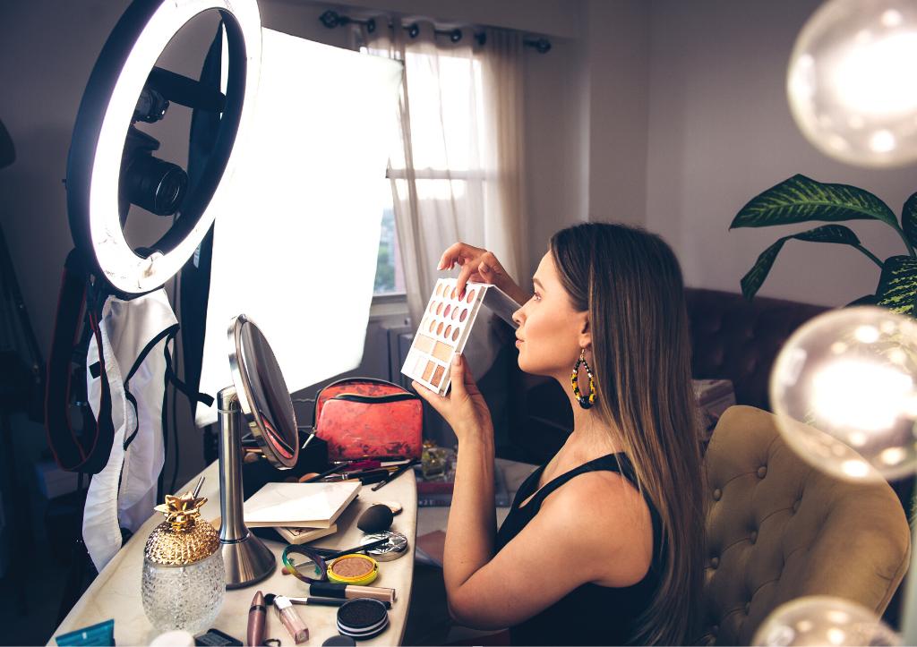 Actualmente, más del 25% de los usuarios (menores de 30 años) realizan compras en las redes sociales, y este tipo de compradores confían más en la opinión personal de los Bloggers que en la publicidad.